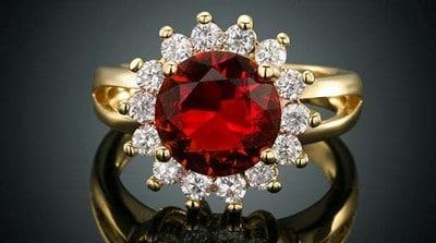 Золотое кольцо с яхонтом