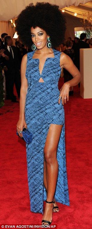 Платье в африканском стиле, крупные прически и афро прическа