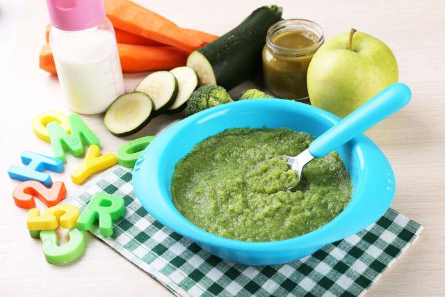 Кабачок усваивается легко и в полном объеме, мягко стимулируя выделение желудочного сока и работу кишечника