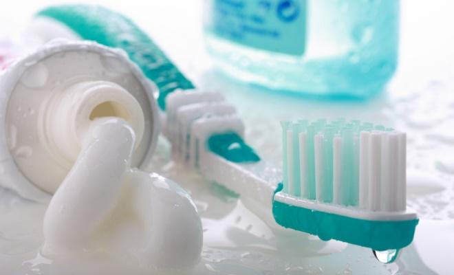 Какую зубную пасту использовать детям