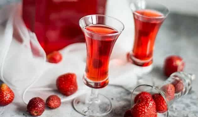 Напитки на новогодний стол - Клубничная наливка