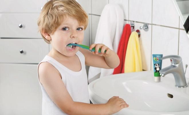 Когда нужно чистить зубы и как это сделать правильно
