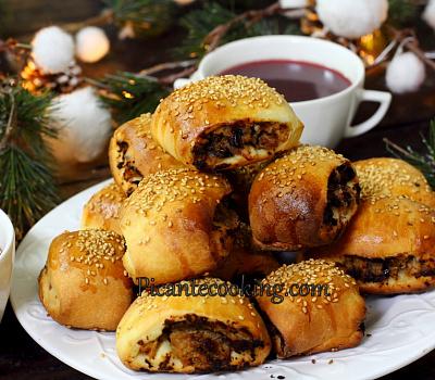 Пирожки с мясом и черносливом