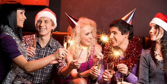 Поздравления коллегам с Новым 2019 годом Желтой Земляной Свиньи (Кабана): официальные в прозе,  прикольные и с юмором в стихах. Прикольные новогодние поздравления для коллег на корпоративе