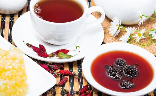 Чай и варенье из шишек