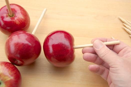 яблоки надеть на шпажки