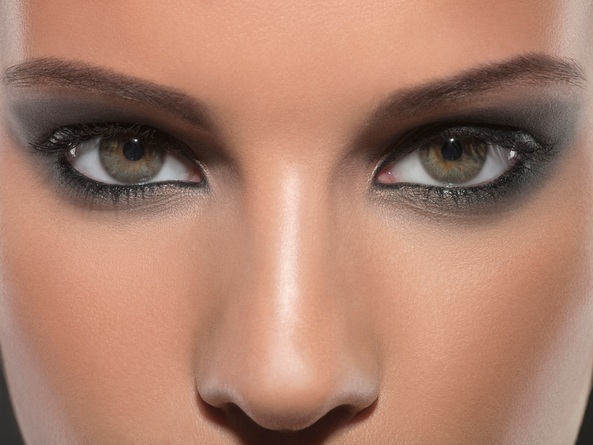 эффектный дымчатый макияж глаз