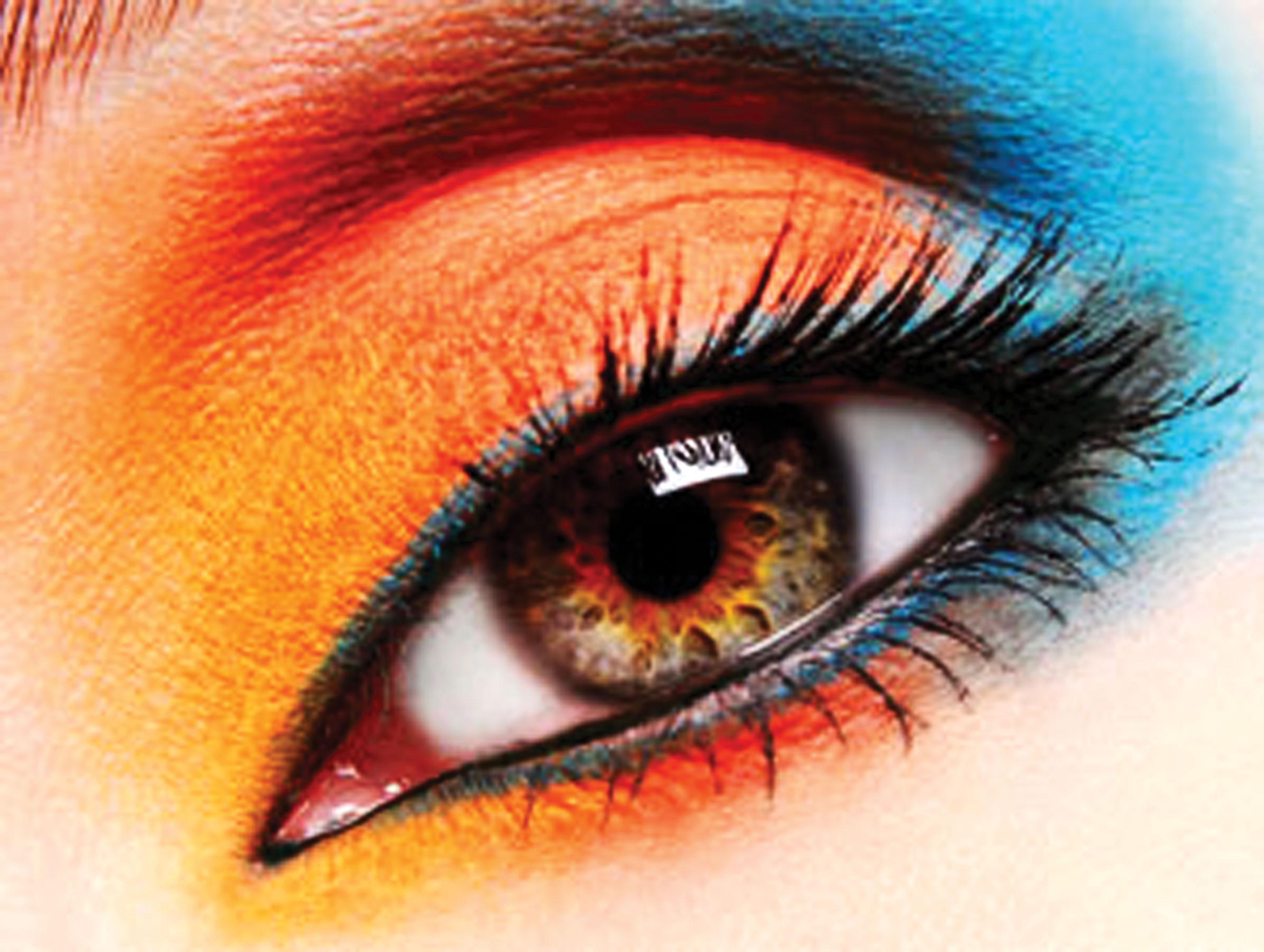 трехцветный эффектный макияж
