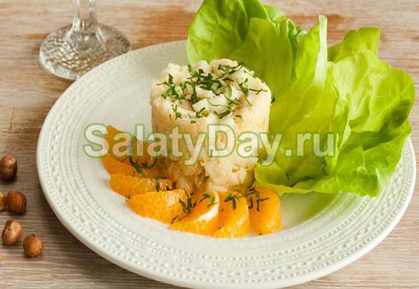 Салат Вальдорф с фундуком и апельсинами