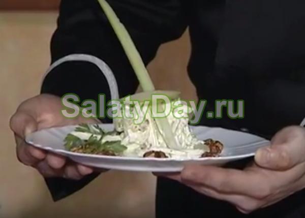 Салат Вальдорф с виноградом и пекинской капустой + кишмиш