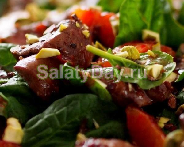 Теплый салат со шпинатом и куриной печенью: полюбит даже мужчина!