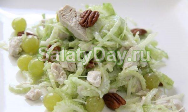 Легкий салат с курицей и сельдереем