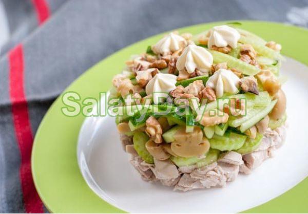 Вкуснейший салат из сельдерея и курицы