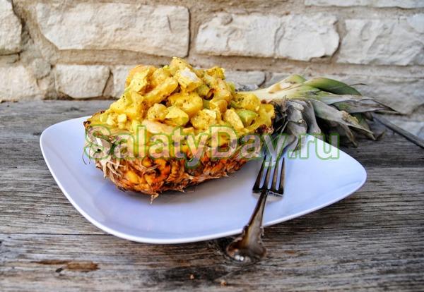 Салат «Ананасик» с яблоком, ананасом, сыром и яйцом