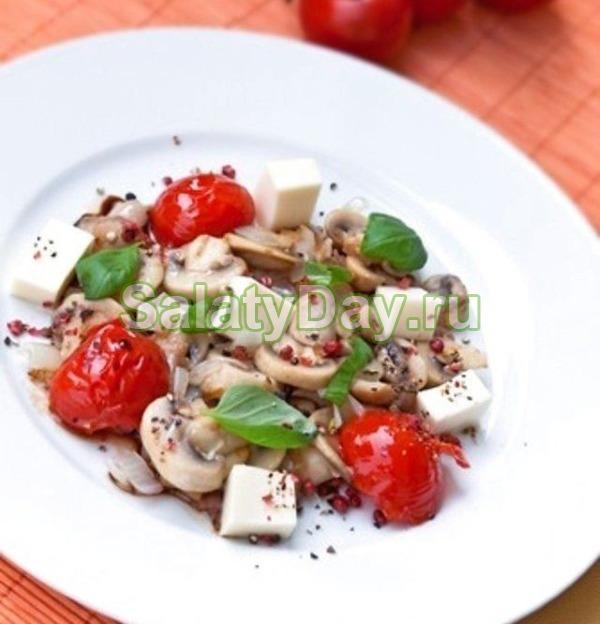 Салат с маринованными шампиньонами и моцареллой