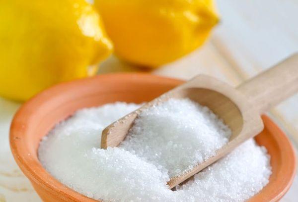В вазон рекомендуется добавить лимонную кислоту