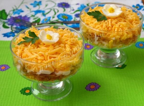 Готовим салат из сыра, яблока и яйца