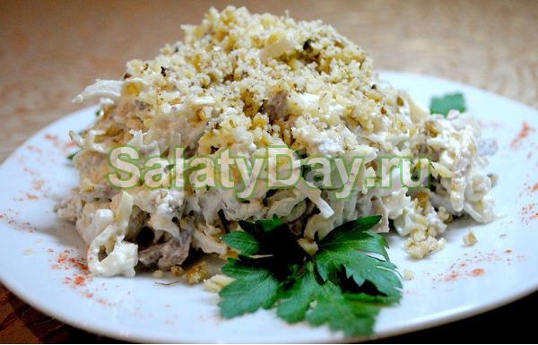 Салат с ветчиной и сыром и огурцами «Охотничий»