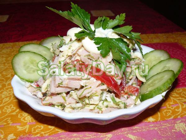 Салат с ветчиной и сыром и огурцами «Берлинский»