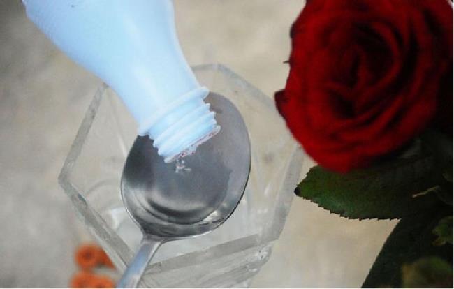 Для быстрой реабилитации влейте нашатырь (чайная ложка на два литра)
