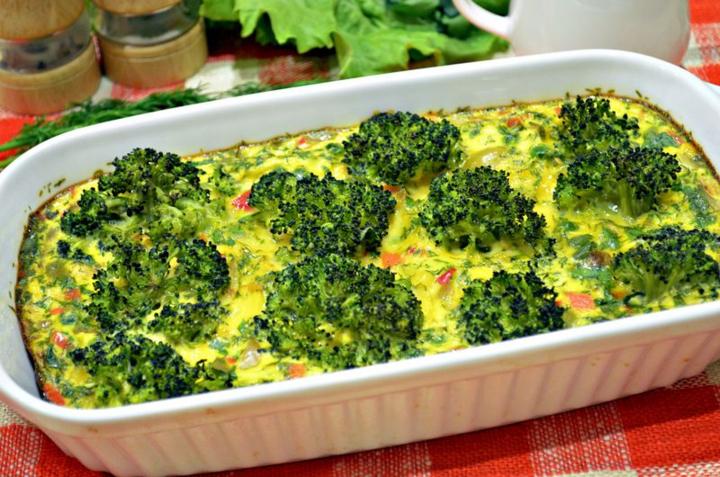 Готовая овощная запеканка с брокколи