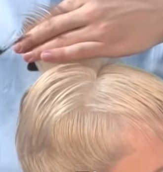 Выделяем контрольную прядь волос