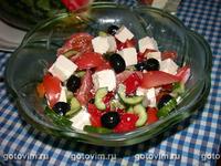 Макаронный салат с авокадо, овощами и йогуртовой заправкой