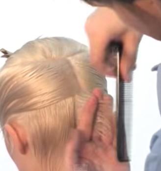 Выделение пряди волос