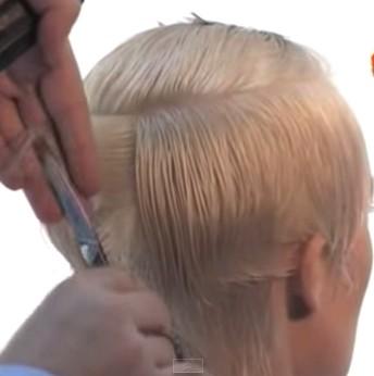 Оттягиваем волосы под углом 45 градусов