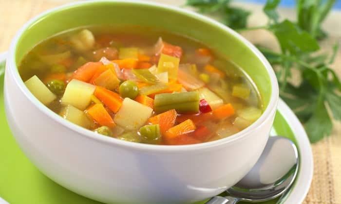 Если соблюдался полный отказ от пищи, начинать нужно с овощных супов. Нельзя добавлять специи (в т.ч. соль). Бульон должен быть постным