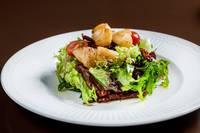 Салат из гребешков со шпинатом