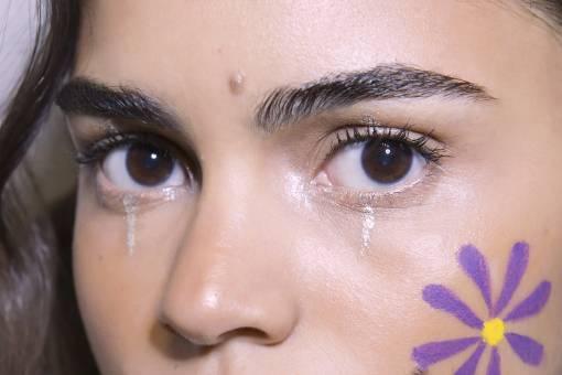 цветок на лице