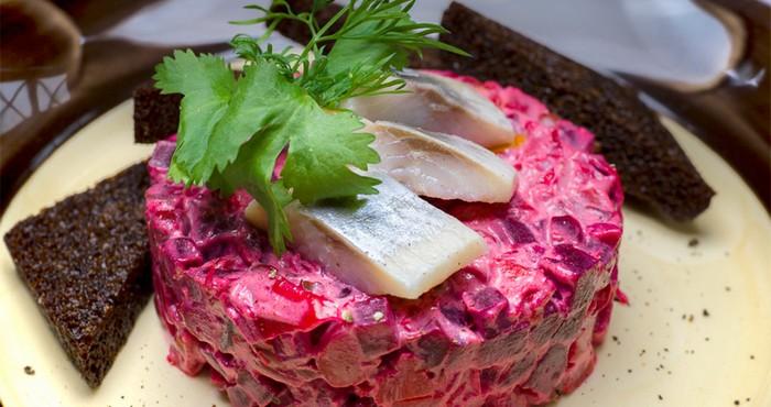 Салат из вареной свеклы с сельдью
