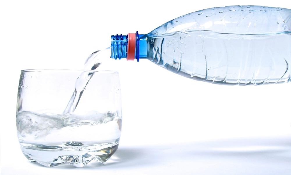 Стакан воды, принимаемый натощак, для улучшения пищеварения
