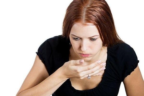 Изжога ввиду сильных рвотных позывов может сопровождаться и непосредственно рвотой