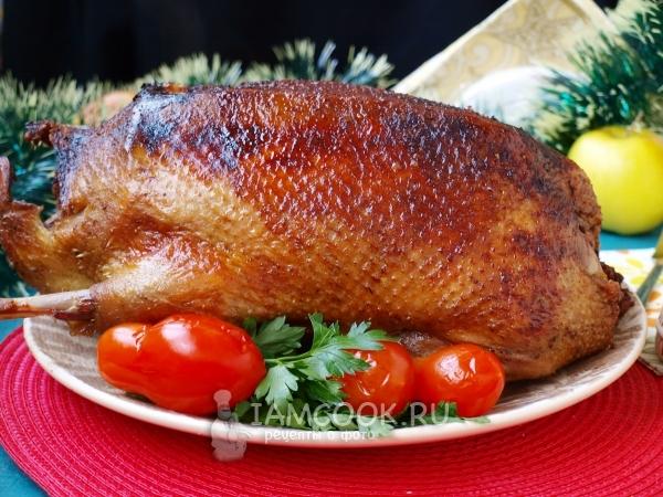 Утка, фаршированная картофелем — рецепт с фото пошагово
