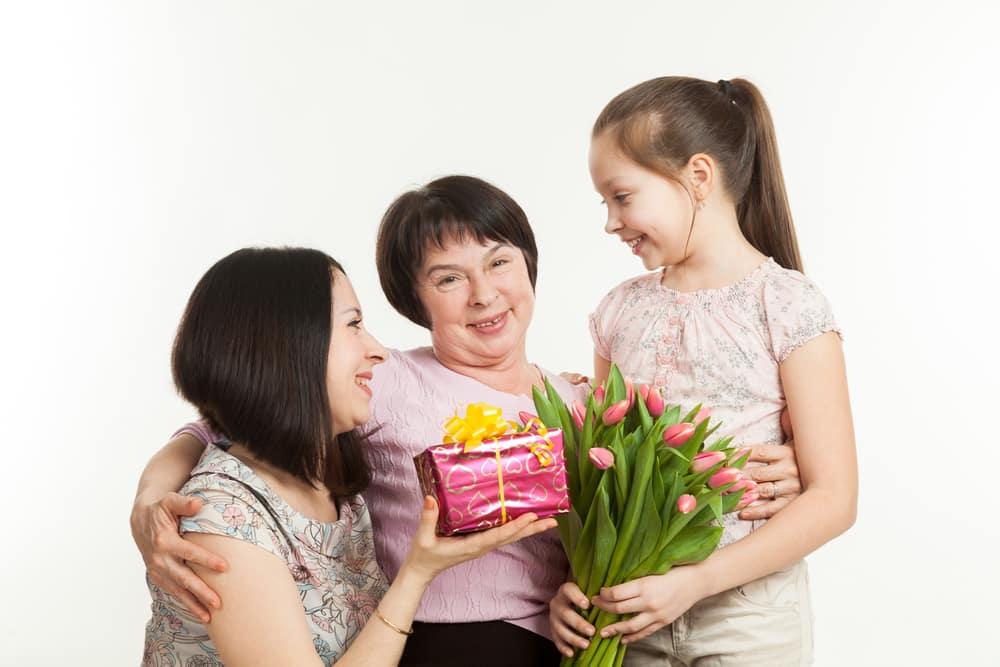 Красивые и трогательные поздравления маме с Днем Рождения в прозе