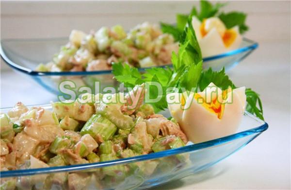Полезный салат из сельдерея и консервированной рыбы