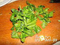 Приготовление салата с помидорами, капечами и сыром: шаг 3