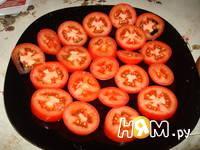 Приготовление салата с помидорами, капечами и сыром: шаг 4