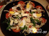Приготовление салата с помидорами, капечами и сыром: шаг 12