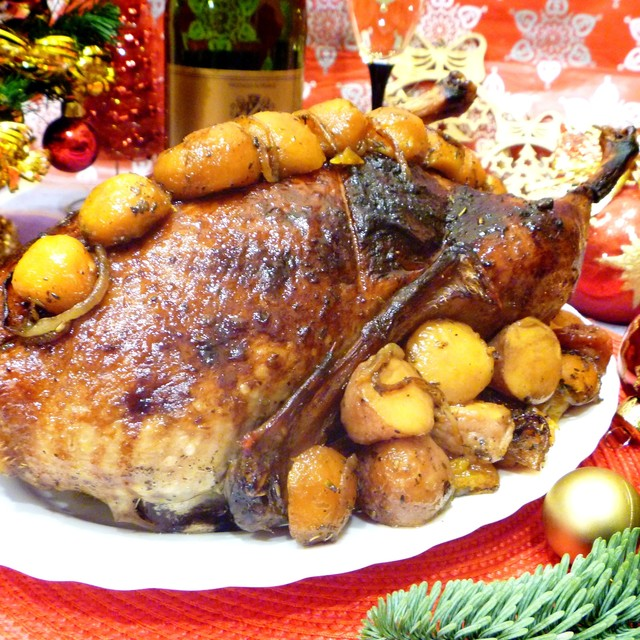 Фото к рецепту: Утка праздничная, фаршированная пряным рисом