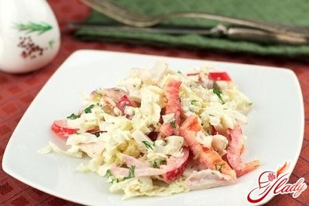 вкусный салат из кальмаров с сыром