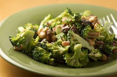 Салат из корня сельдерея с капустой брокколи