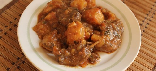 Утка тушеная кусочками с картошкой - рецепт